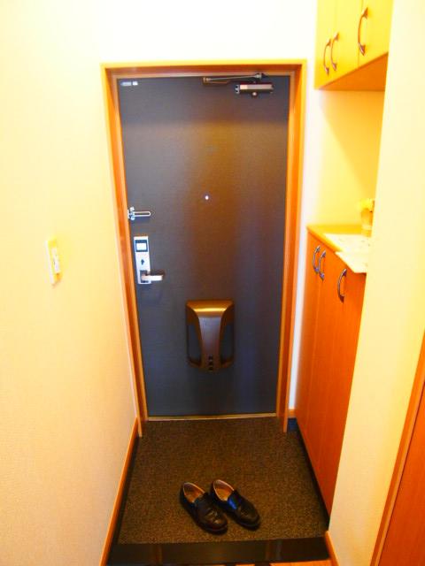 ボンヌール 102号室の玄関