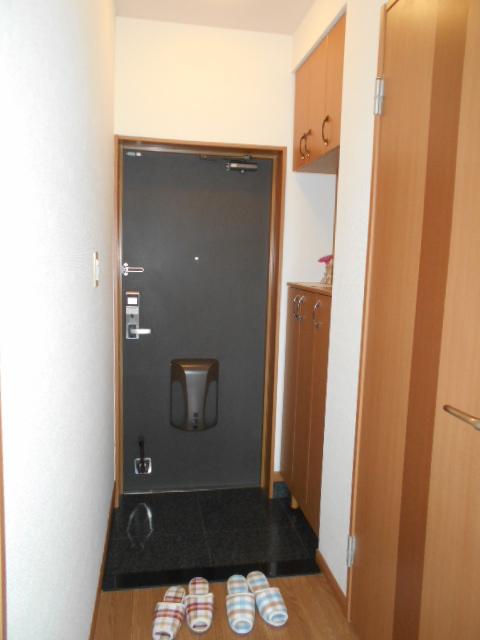 ボンヌール 202号室の玄関