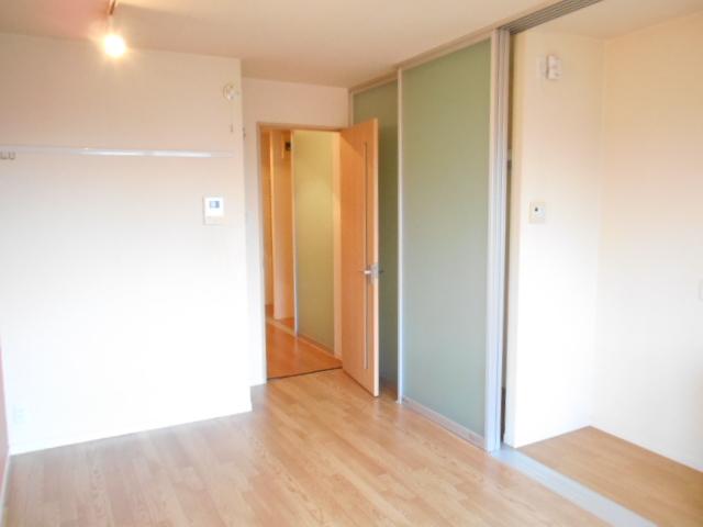 メゾンドゥリュイソー 201号室の居室