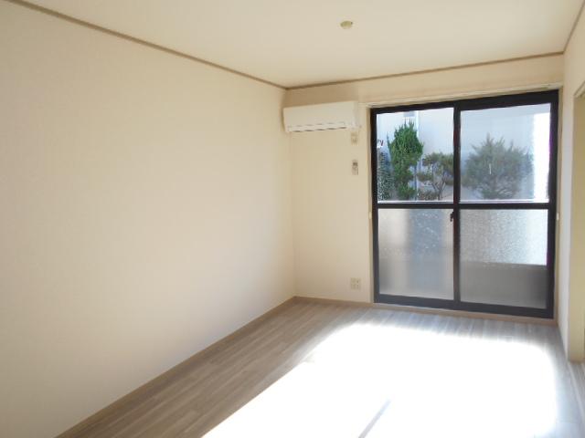 コスモスハイムⅡ 102号室の居室