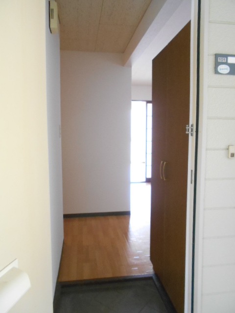 エスポアール中村C 101号室の玄関
