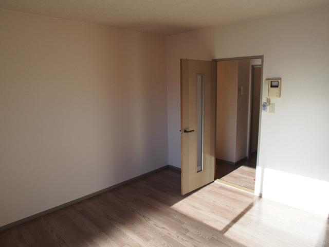 グリーンハウスⅢ 205号室のリビング