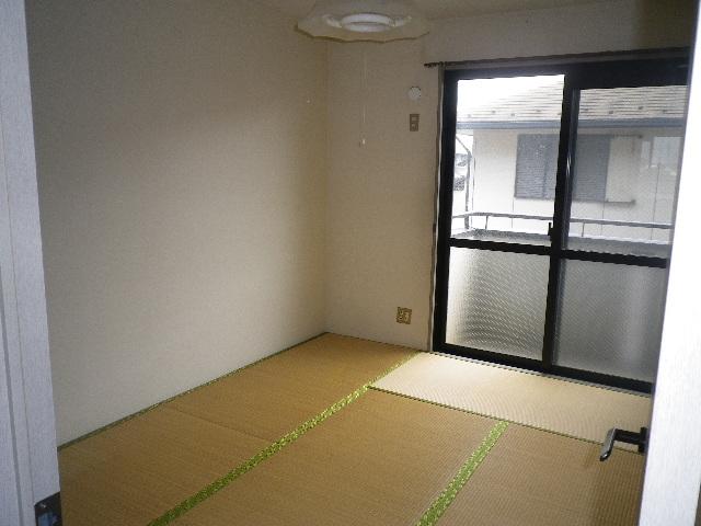 グリーンハウスⅢ 205号室の居室