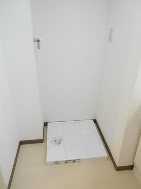 オリンピアヒルズ豊春 307号室の洗面所