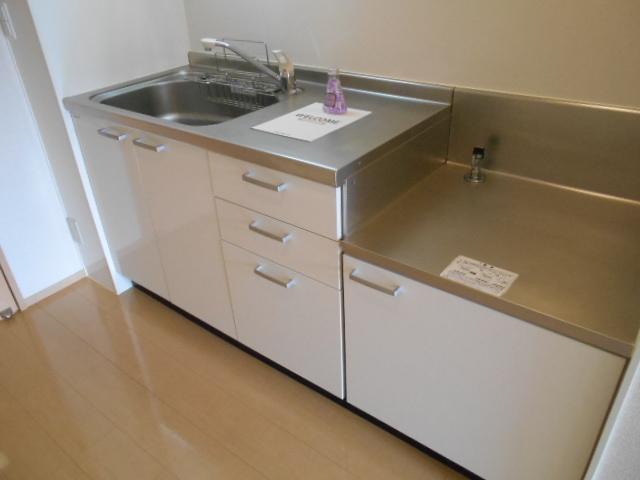 ヴィルヌーブⅢ 103号室のキッチン