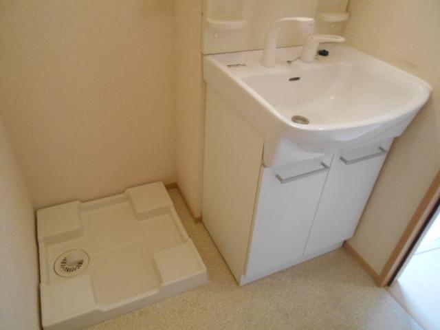 ヴィルヌーブⅢ 103号室の洗面所
