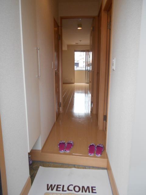 ヴィルヌーブⅢ 103号室の玄関