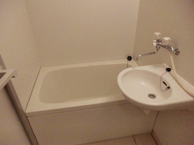 メゾン・ド・華 203号室の風呂