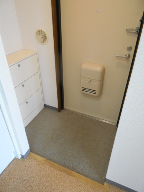 メゾン・ド・華 301号室の玄関
