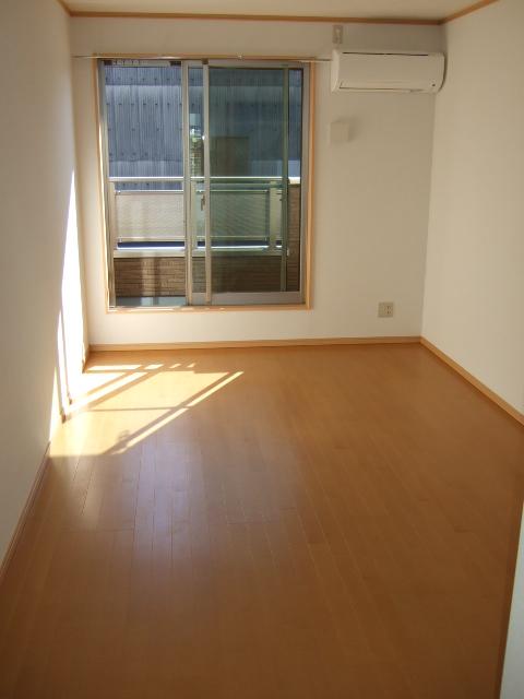 第12アーベルハイツ 103号室のリビング