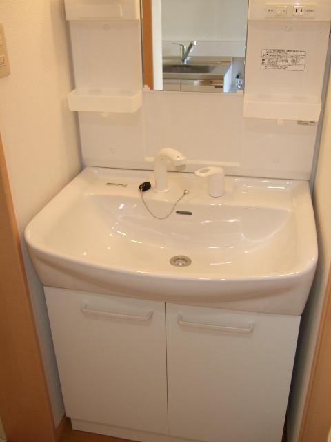 第12アーベルハイツ 103号室の洗面所