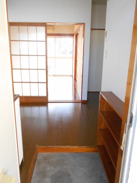 プライムコート 203号室の玄関
