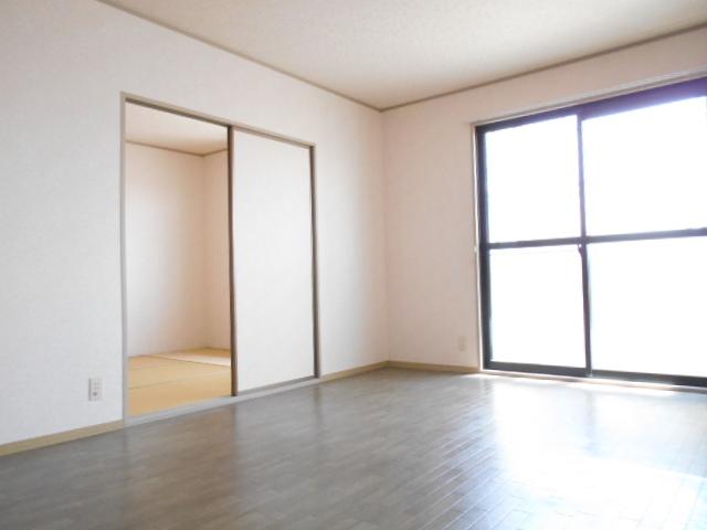 リヴィエールⅡ 205号室のリビング