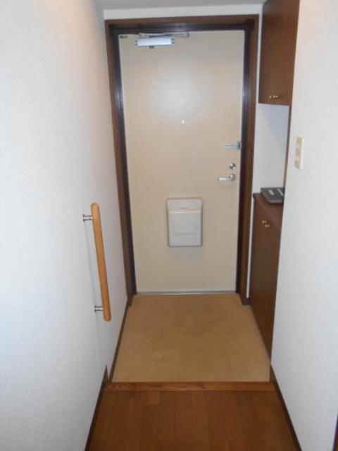 エテルノ豊春 102号室の玄関