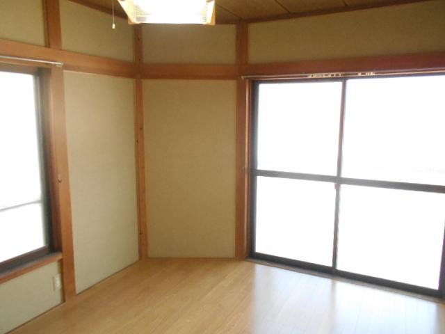 田園ハイネス B号室のリビング
