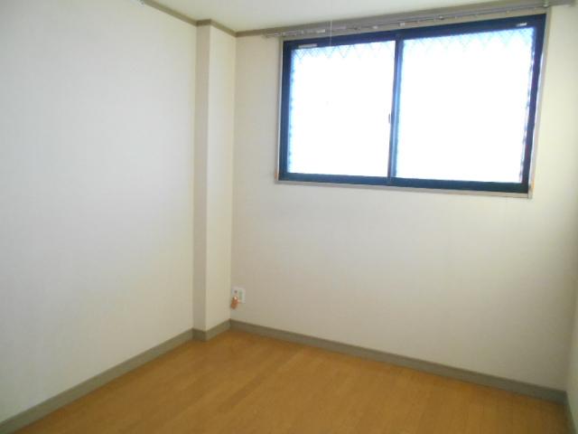 第2ロイヤル島田 303号室のリビング