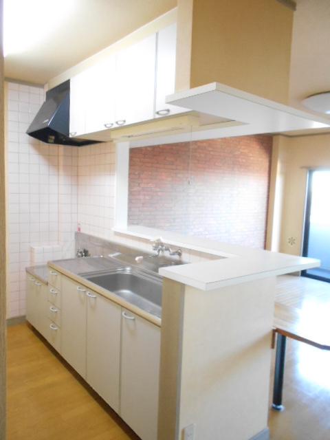 第2ロイヤル島田 303号室のキッチン