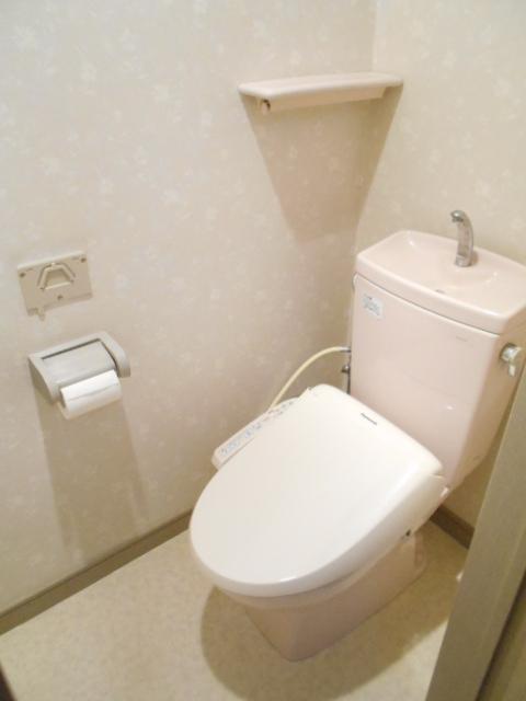 第2ロイヤル島田 303号室のトイレ