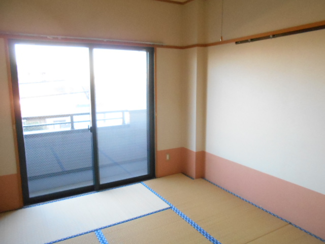 第2ロイヤル島田 303号室の居室