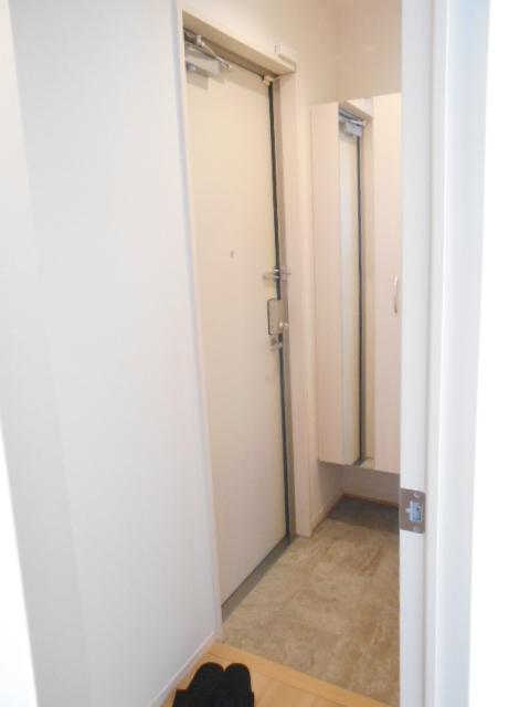 メルヴェーユ 301号室の玄関