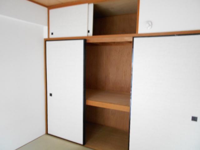 たまプラーザソフィーナ 102号室の収納