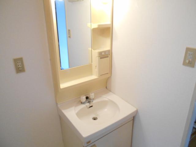 ガーデン鷺沼 103号室の洗面所