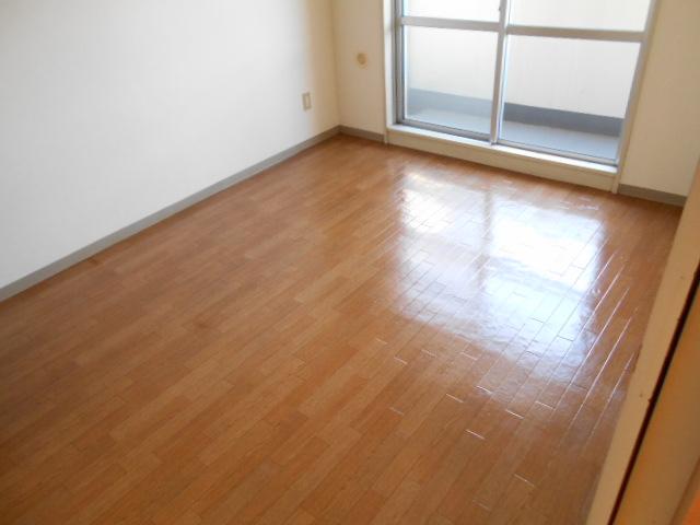 ガーデン鷺沼 103号室の居室