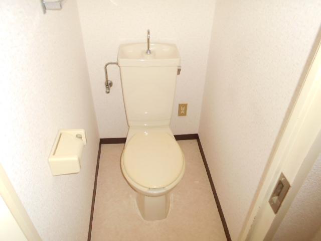 ガーデン鷺沼 203号室のトイレ