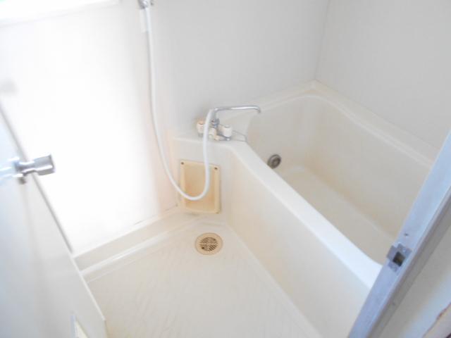 ガーデン鷺沼 203号室の風呂