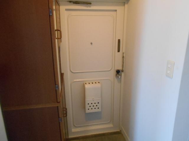 藤が丘団地7号棟 752号室の玄関