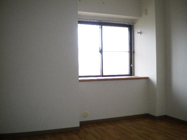 メルグリーン中川 102号室の居室