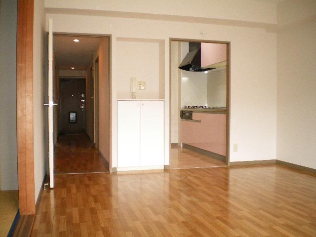 メルグリーン中川 102号室のリビング