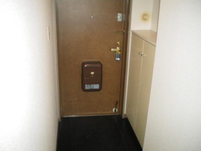 メルグリーン中川 102号室の玄関