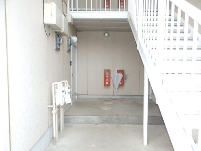 サニーコートカノウB 101号室のエントランス