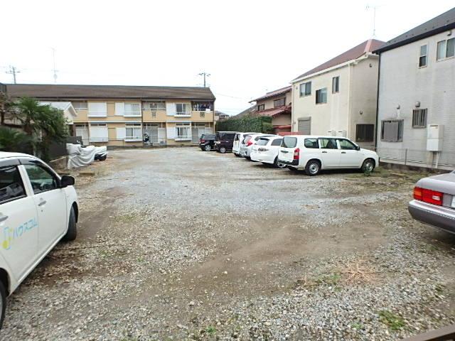 シャトーフローラルN-1 205号室の駐車場