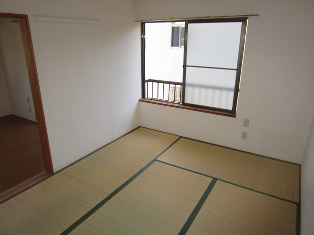 シャトーフローラルN-1 205号室の居室