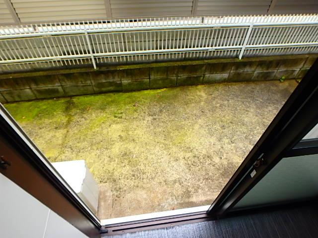 ドールハウス B101号室のバルコニー