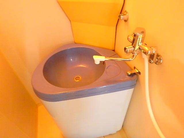 ドールハウス B201号室の洗面所
