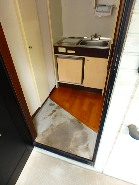 ドールハウス B201号室の玄関