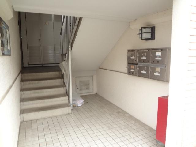 ガーデンタウン本中山 301号室のエントランス