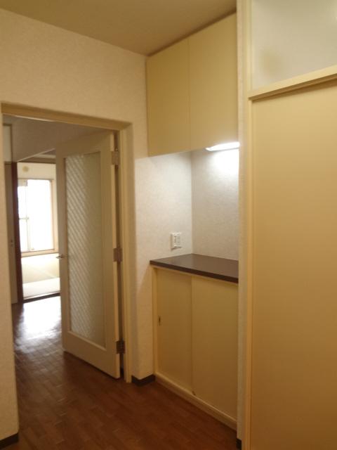 ガーデンタウン本中山 301号室の収納
