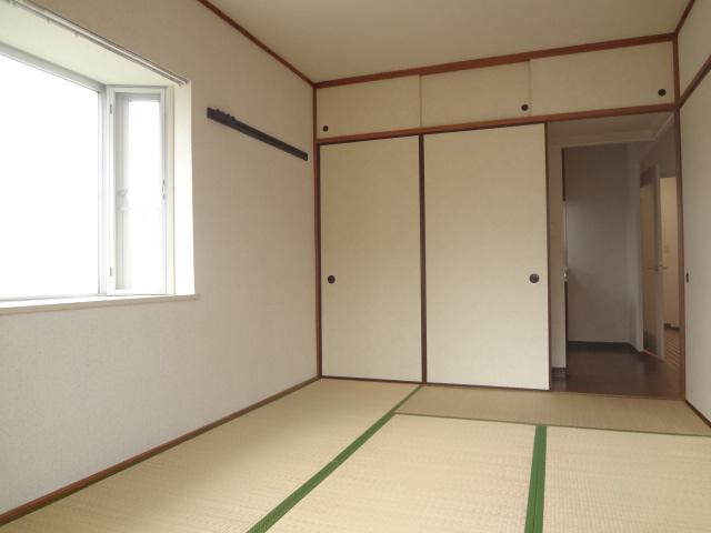 ガーデンタウン本中山 301号室のリビング