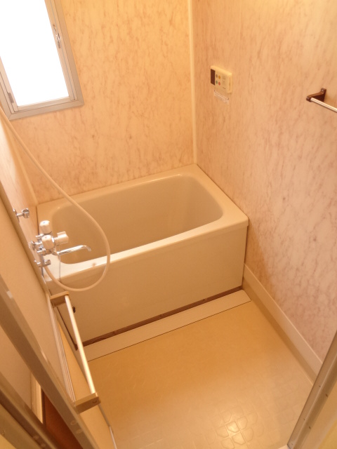 ガーデンタウン本中山 301号室の風呂
