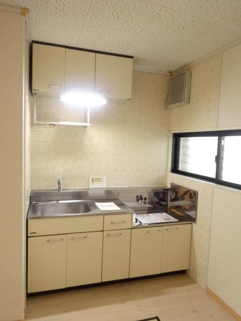 レジデンスヒルトップII 105号室のキッチン