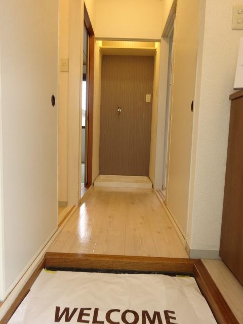 レジデンスヒルトップII 105号室の玄関