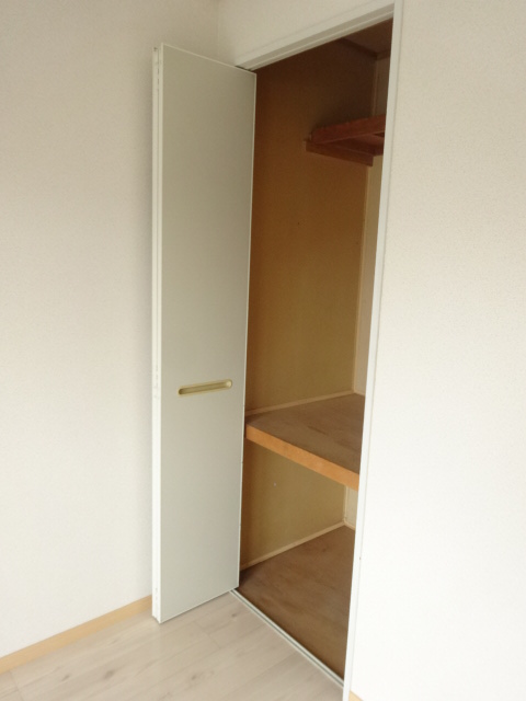 レジデンスヒルトップII 105号室の収納