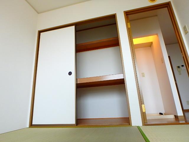 レジデンスヒルトップII 105号室のリビング