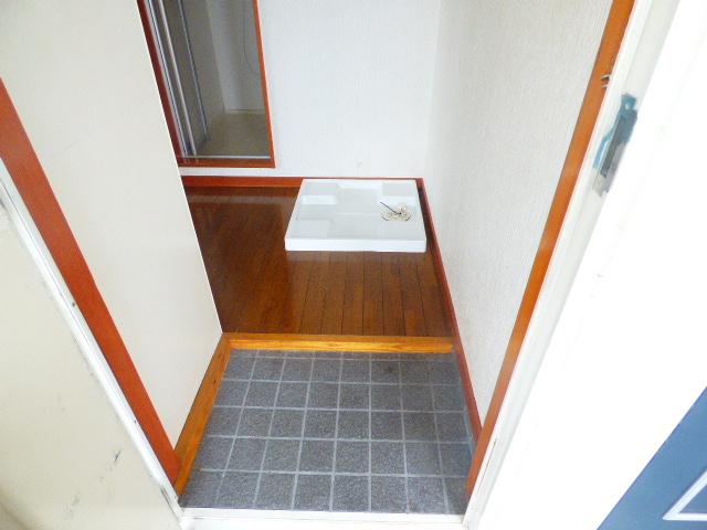 ローズパル 202号室の玄関