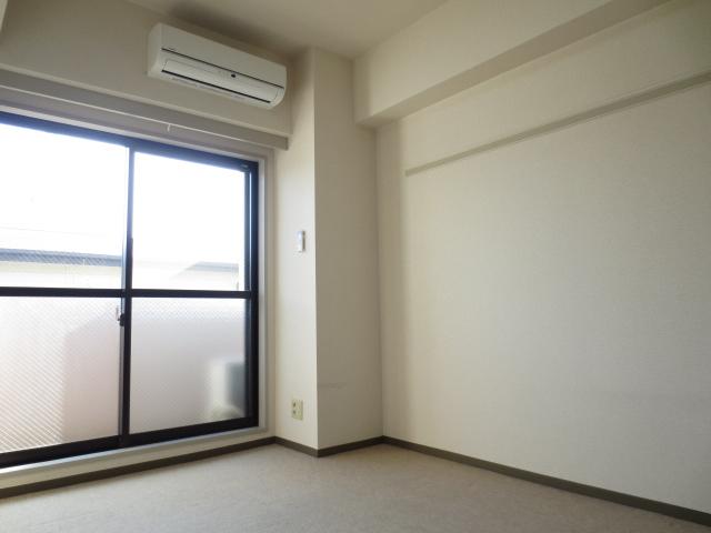 シティクレスト津田沼 211号室のリビング