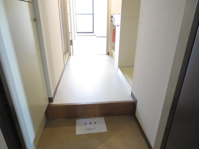 シティクレスト津田沼 211号室の玄関